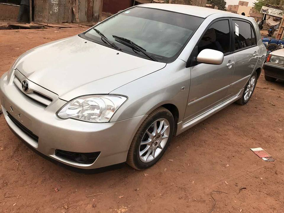 Toyota corolla Drogba 2006 manuelle essence disponible à Bamako