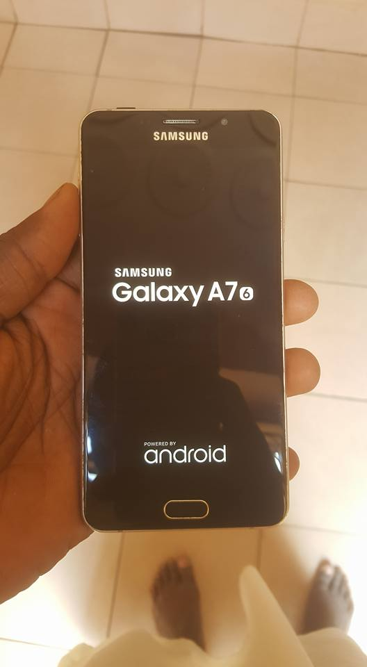 Télephone A7 2016 gold 16 go
