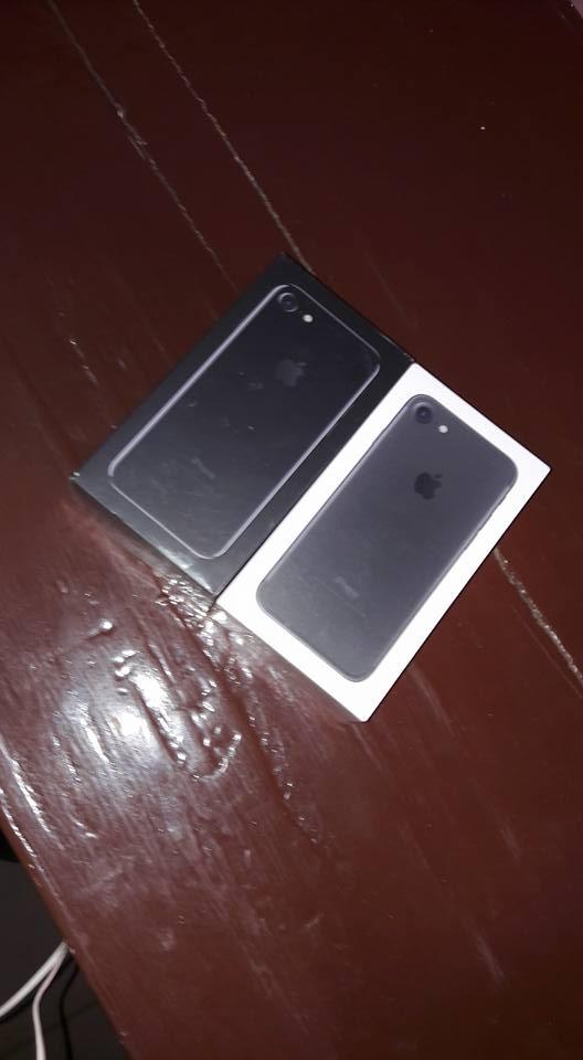 Iphone7 256gb et 32go neuf avec carton jamais ouvert à 460 000 FCFA